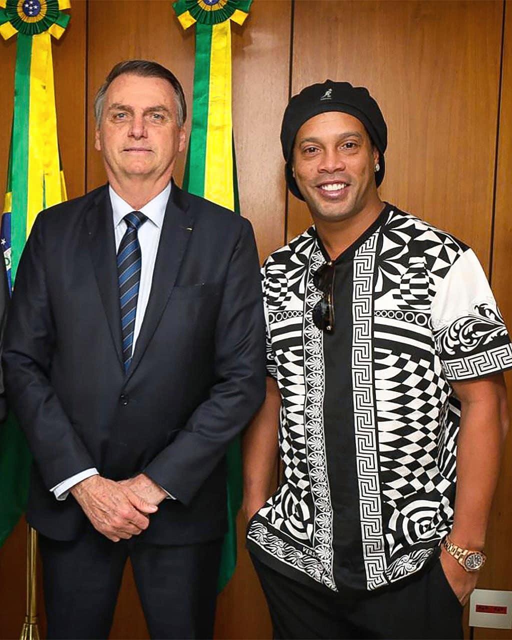 رونالدینیو در کنار رئیس جمهور برزیل