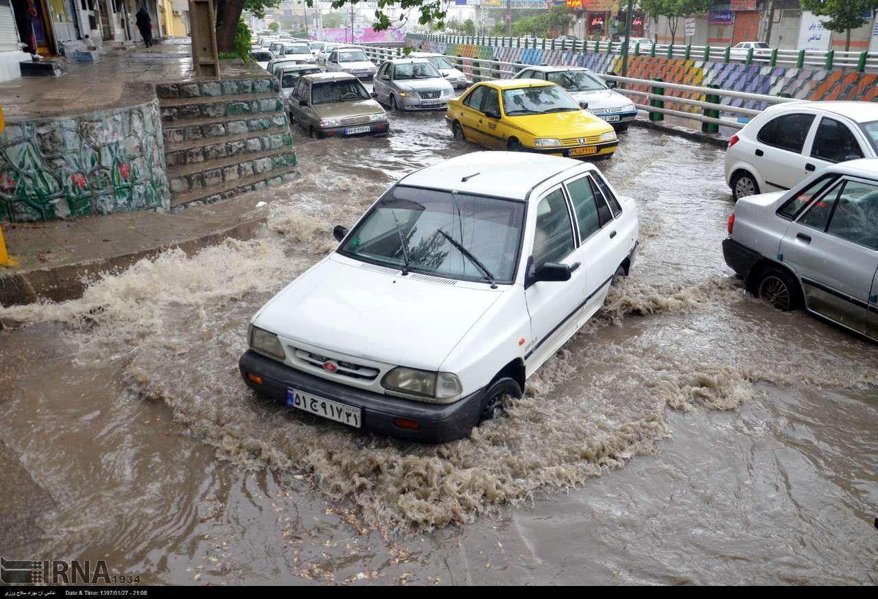 آبگرفتگی معابر در خرم آباد بعد از بارشهای اخیر