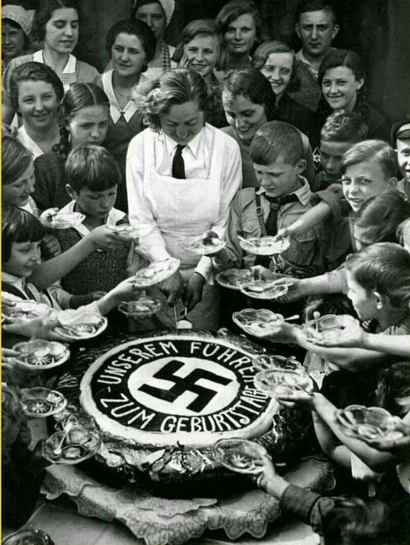 کیک تولد هیتلر