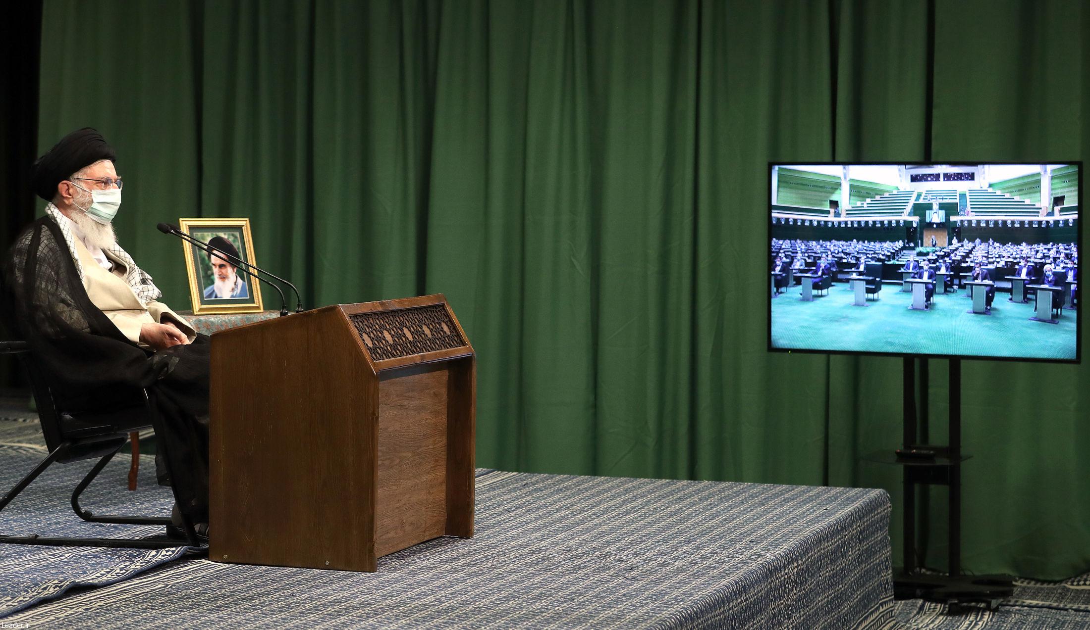 ارتباط تصویری مقام معظم رهبری با صحن مجلس