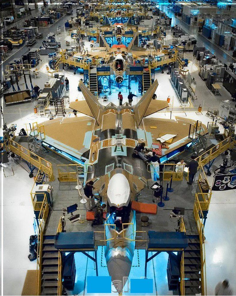خط تولید جنگنده آمریکایی اف 22