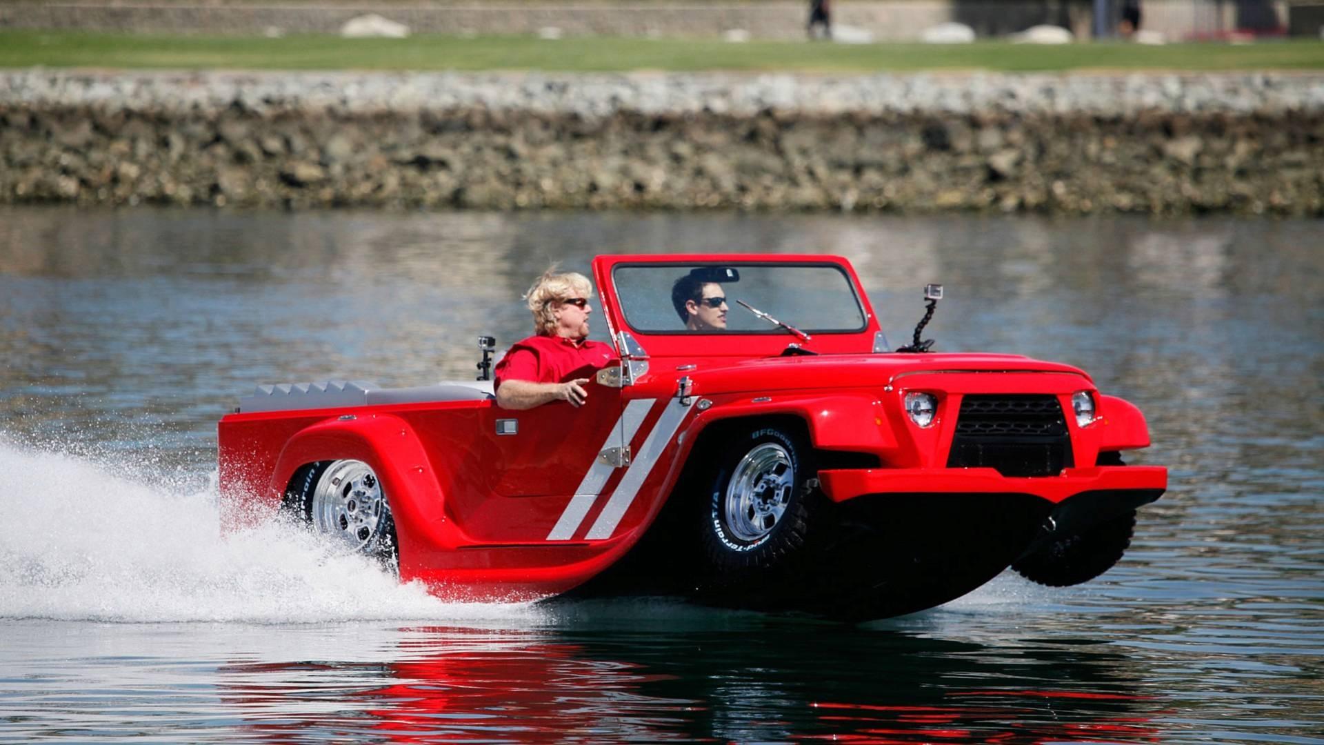 خودرویی برای رانندگی در خشکی و آب