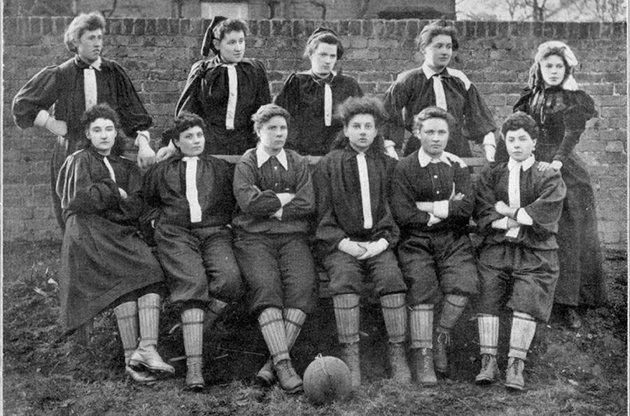 اولین تیم فوتبال زنان
