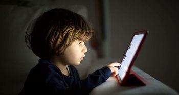 با اعتیاد کودکان به تلفن همراه چه کنیم؟ + اینفوگرافیک