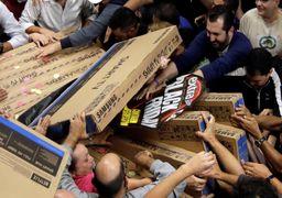 صحنه عجیبی از هجوم مردم برای خرید «جمعه سیاه» در برزیل + عکس