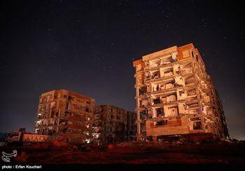 اولین شب سرد زلزله زدگان در ویرانه های مسکن مهر + عکس