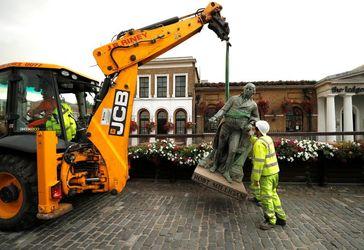 تصاویر  سرنگونی مجسمه پادشاهان و بردهداران در اعتراضات ضدنژادپرستی