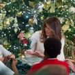 ژست جالب همسر دونالد ترامپ در لباس بابانوئل + عکس