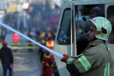 تلاش بی وقفه آتش نشانان برای آوار برداری پلاسکو