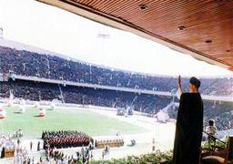 لحظه حضور مقام معظم رهبری در تجمع بسیجیان در ورزشگاه 100 هزار نفری آزادی + فیلم