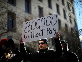 تظاهرات کارمندان دولت به سمت کاخ سفید