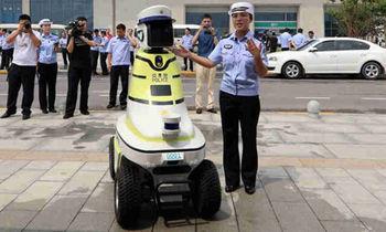 کمک رباتها به افسران راهنمایی و رانندگی +عکس