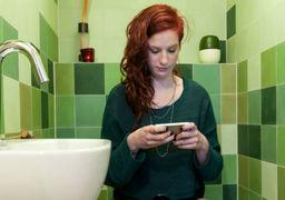 آیا استفاده از موبایل در دستشویی واقعا مضر است؟