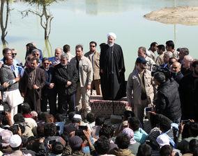 تصاویر حضور حسن روحانی در جمع مردم سیلزده سیستانوبلوچستان
