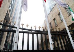 ورود آتش نشانان به طبقه منفی 3 ساختمان وزارت نیرو/ احتمال ریزش همچنان وجود دارد
