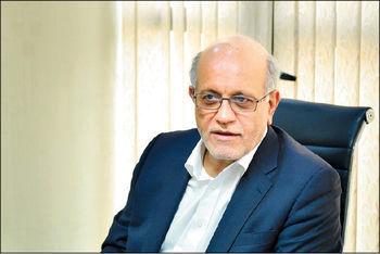 احمد عزیزی مطرح کرد: با تاکتیک تبلیغاتی نمیتوان بازار ارز را کنترل کرد