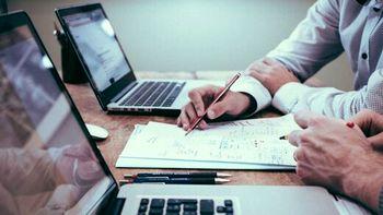 افزایش حقوق کارمندان مسلط بر زبان