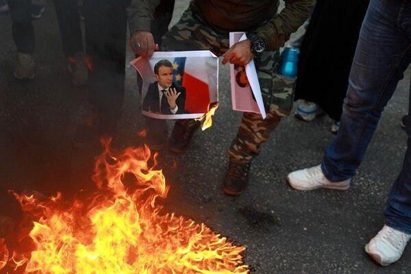 تصاویر «ماکرون» در کرانه باختری هم به آتش کشیده شد