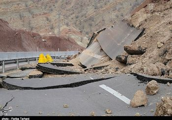 تخریب یک پل جاده جدید خرمآباد - بروجرد را مسدود کرد