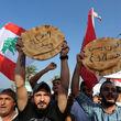 سیزدهمین روز اعتراض مردم لبنان / مسیرهای اصلی این کشور مسدود و جریان عبور و مرور فلج شده است