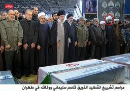 رهبر انقلاب بر پیکر مطهر سردار سلیمانی نماز اقامه کردند / اشکهای رهبری در هنگام اقامه نماز