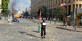 معترضان خشونتطلب، نیروی پلیس لبنان را در آسانسور کشتند