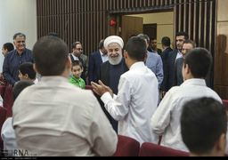 گزارش دیدار روحانی با مددجویان کمیته امداد و سازمان بهزیستی