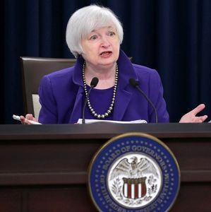 سرنوشت دلار و طلا در دست این زن