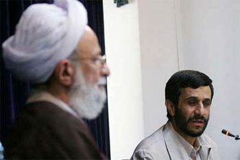 حمله احمدینژادیها به آیتالله مصباحیزدی