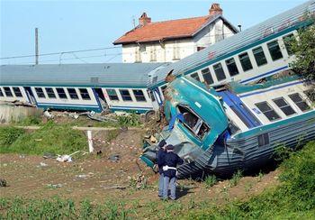 یک قطار در قزوین واژگون شد