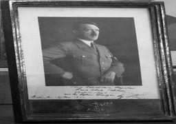 یادگاری هیتلر به رضا خان + عکس