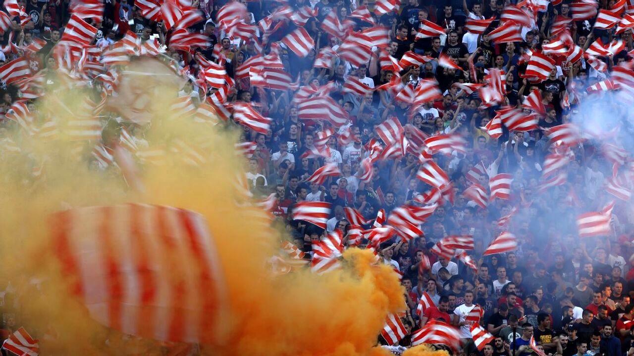 صربها اعتقادی به کرونا ندارند؛ جشن قهرمانی ستاره سرخ در ورزشگاه