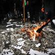 آتشزدن برجام در راهپیمایی 13 آبان + عکس