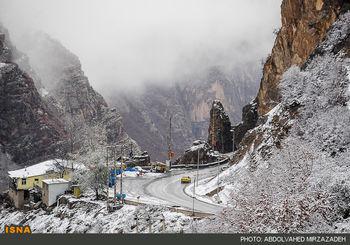 امدادرسانی به ۲۰ خودروی گرفتار در کولاک زنجان