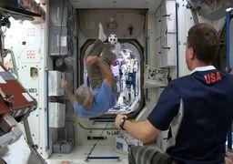 فوتبال بازی کردن  در فضا