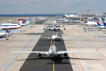 فرودگاه سازی در کشور متوقف شود