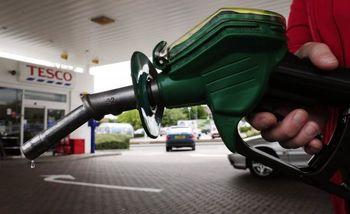 هزار ایرانی هرکدام ۱۰۰ خودرو با سهمیه بنزین یارانه ای دارند