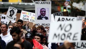 تجمع معترضان آمریکایی در محل برگزاری نخستین مناظره انتخاباتی