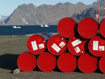 قیمت نفت روی 100 دلار ثابت می ماند