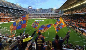 مسابقه تیم دختران بارسلونا با پسران ! +عکس
