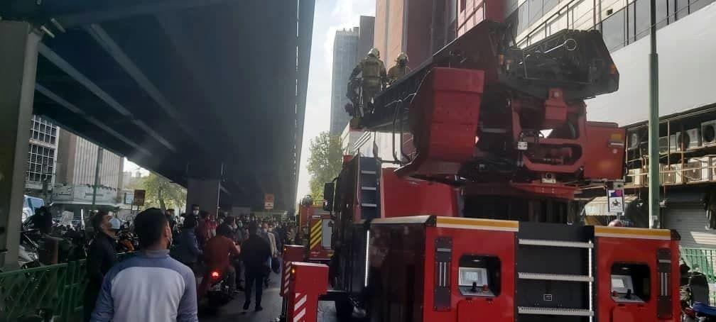 مشاهده دود در مرکز تجاری علاءالدین/ آتش سیگار دلیل آتش سوزی