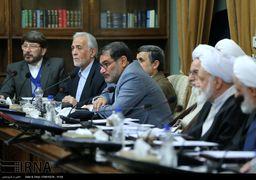 احمدی نژاد در جلسه امروز مجمع تشخیص مصلحت کنار چه کسی نشست؟ + عکس