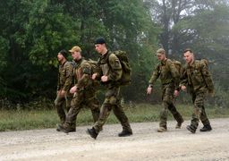 آلمان به کارگیری اتباع خارجی در ارتش را بررسی میکند