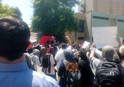 تجمع امروز دانشگاه تهران؛ از حمله به معاونت فرهنگی تا انتشار اخبار کذب+تصاویر