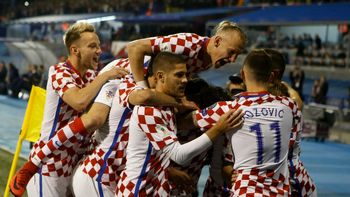 تشکیل جلسه هیات دولت کرواسی با پیراهن تیم ملی این کشور + عکس