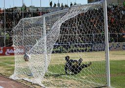معجزه فوتبال/ لذت بردن با دست قطع شده ! +عکس