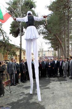 استقبال عجیب از احمدی نژاد+عکس