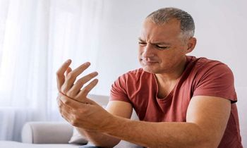 چرا گاهی دستمان بی حس می شود؟ + راه درمان