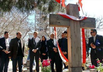 یادآوری لطف تاریخی ایرانیان به لهستان از سوی ظریف