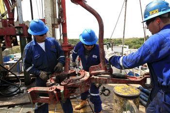 آتشسوزی روز گذشته کانادا قیمت نفت را بالا برد/نفت برنت؛ بشکهای ۴۵ دلار